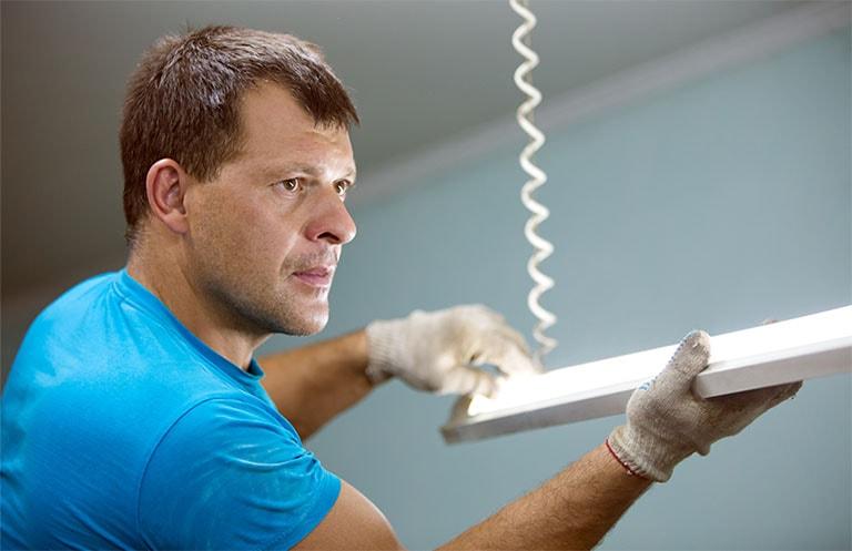 Wir planen nicht nur Ihre Beleuchtungsinstallation, sondern installieren Sie auch gerne für Sie!