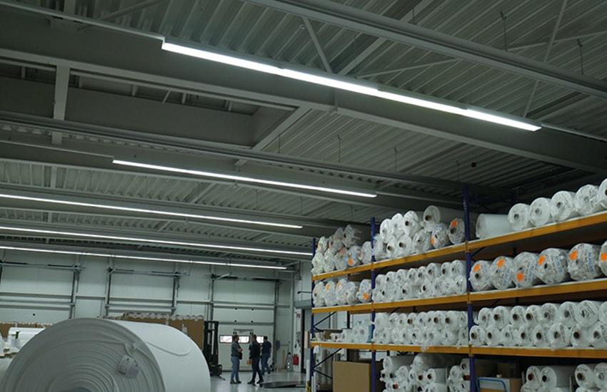KLAS NETWORKS - Lichtbandinstallation in der Lagerhalle der Eschler Textil GmbH
