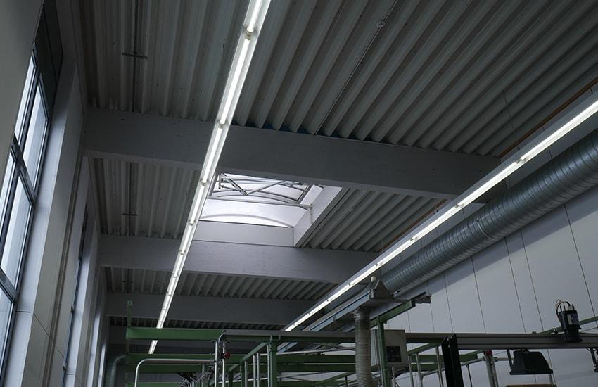 KLAS NETWORKS - Lichtbandinstallation in der Produktionshalle der Eschler Textil GmbH