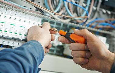 Im Bereich Elektrotechnik sind wir von KLAS NETWORKS sind wir der richtige Ansprechpartner wenn es um Installationen für Neu- oder Umbau von Gebäuden jeglicher Art geht - und das seit 20 Jahren!